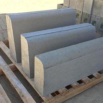 Meio-fio de concreto